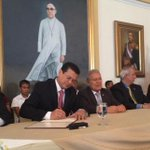 EUA y #ElSalvador firman finalmente FOMILENIO II http://t.co/HYBCXEqWUM http://t.co/ddLxkIbIcp