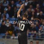 Francesco #Totti esulta dopo il gol segnato in #ManchesterCityRoma 1-1 http://t.co/GpiDs90Fae