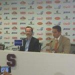 Ronald González junto a Juan Carlos Rojas en conferencia de prensa #DM935: http://t.co/dNW8XFcH2A