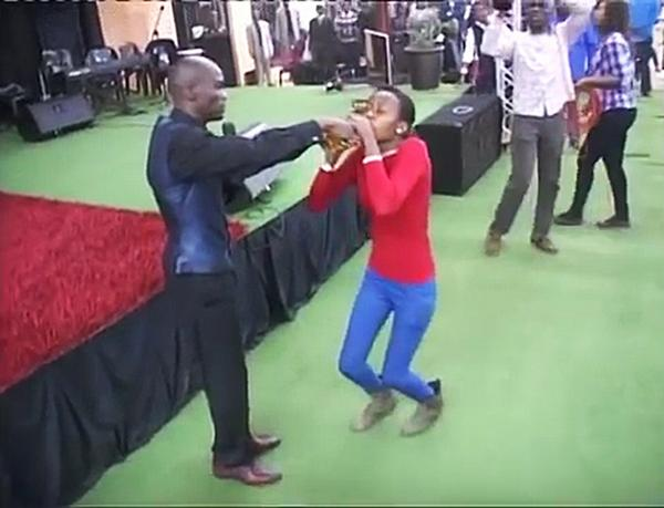 S.A preacher gets congregation to drink petrol after claiming he turned it into fruit juice: http://t.co/CMZsn6pjvp http://t.co/eIuv4Fpi62
