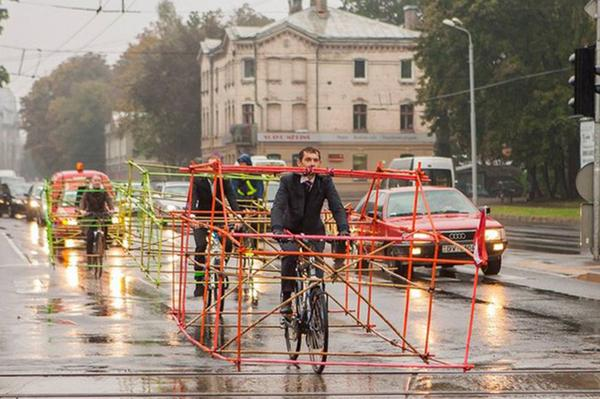 Latvian cyclists find new way to protest about space for cycling | http://t.co/YpKCeb065w http://t.co/225MmXptZe