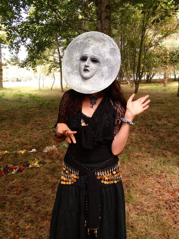.@virginialeeart as The Moon helps make @hedgespoken travelling theatre a reality. Can you? https://t.co/c4SaxeaVdf http://t.co/Njz4n17Q9L