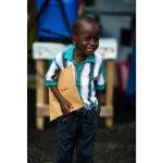 Patrick, de 6 años, con el certificado que acredita que ha superado el Ébola. Su sonrisa vale por mil palabras. http://t.co/f7Z10lhviY