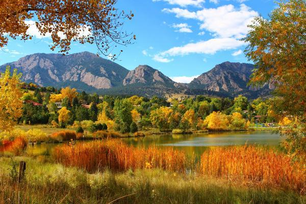 Looking Good,    #Boulder #Colorado https://t.co/IuzeXn8MUg (Via @Belinne #FallColors #COFall #BoulderFall #OnlyinBoulder