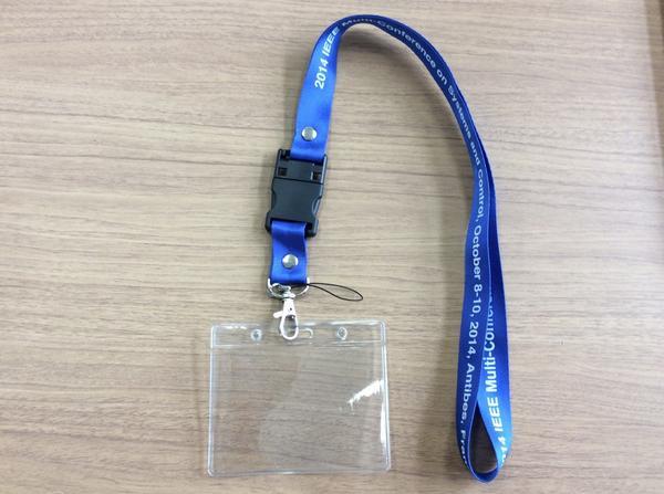 先週開催されたIEEE MSCという国際会議で、多くの参加者をパニックに陥れていた犯人がこれ。  「CDもUSBもない!」と。  カンファレスバッグに入っているストラップに、USBが仕込まれているとは気付かないよ! http://t.co/dKOJ6TwgdX