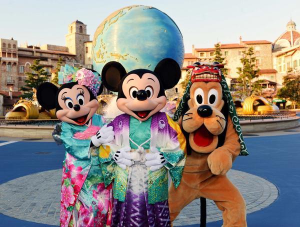 【記事更新】東京ディズニーリゾート、2015年お正月プログラム詳細発表 http://t.co/y3QGFSNHce オリエンタルランドよりグッズの写真が大量に届きました。 http://t.co/UwZi27RLTI