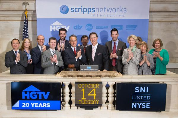 In celebration of @HGTV 's 20th birthday, CEO Ken Lowe, @MrDrewScott and @MrSilverScott ring the #NYSEBell @nyse http://t.co/oEvMVRitud