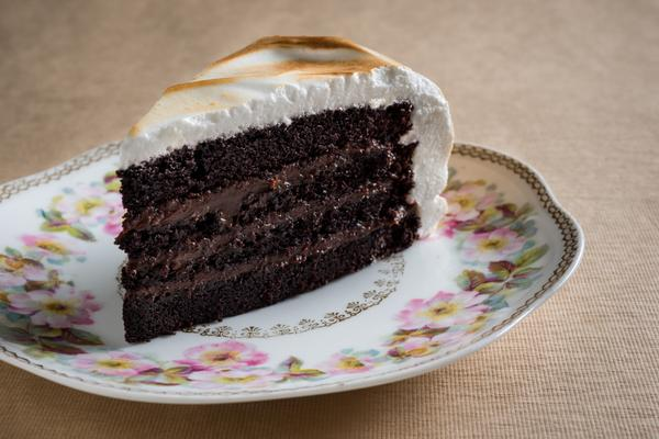 A shout out to one of my favorites on #NationalDessertDay... Chocolate Cake, Toasted Marshmallow Frosting http://t.co/hy2eH4YQNe