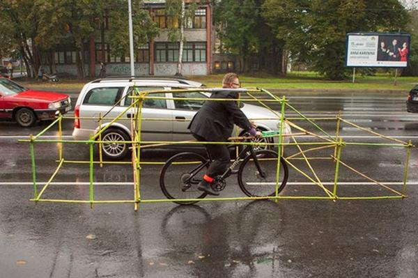 Latvian cyclists find new way to protest about space for cycling | http://t.co/YpKCeb065w http://t.co/n0KfXZ0YyM