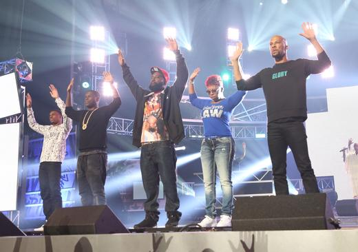 Moment of silence. #JusticeForMikeBrown #FergusonOctober #HipHopAwards http://t.co/4UeKiDz5op
