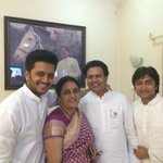 Mother with her Sons - @Amitisthename Dhiraj & me http://t.co/GYV3VDdMwD