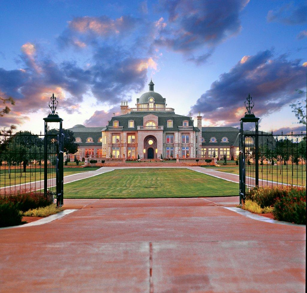 The Largest House in Texas http://t.co/3IlE4Wm9M1