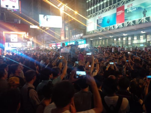 真正香港人重佔旺角,暴徒難敵群眾,貌似已漸散水 (19:11) http://t.co/SOsUB8IAZl