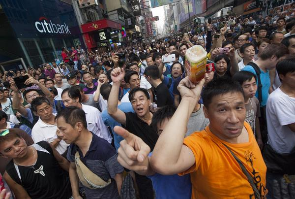 This paid goon in Mong Kok hit my camera with a plastic bottle (of ice lemon tea.) #OccupyCentral #OccupyMongKok http://t.co/TLujxhaOY5