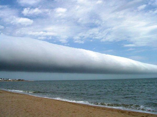 A roll cloud is one of the rarest natural phenomena! http://t.co/jmgiB90Myu