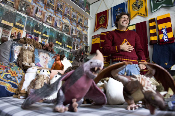 Meet the man with the world's largest #HarryPotter collection http://t.co/YVx3f5Wv9N http://t.co/JOD1gQXWXd