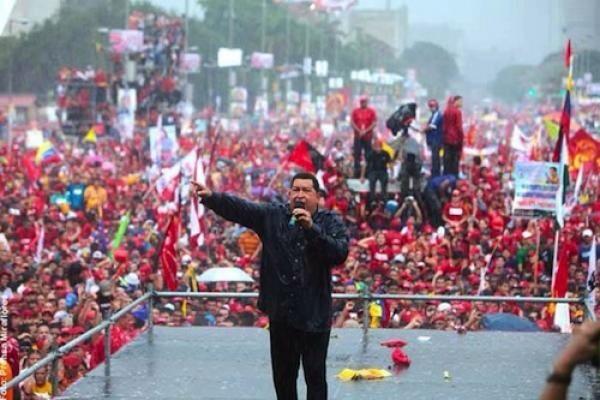 """A dos años del """"Cordonazo"""" Chávez que la prensa no pudo ocultar (+Fotos+Videos) http://t.co/xcktBYE7L6 http://t.co/AcXycHohoW"""
