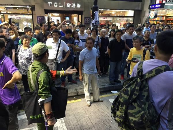 Man dress as Red Army arguing with old folks. Every 2 words include the canto swear word Diu U. #OccupyCentral http://t.co/Ik3WSdcHrK