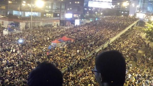 HK now. Après les dernières violences, bien plus de monde encore http://t.co/AJqXDO4Rds