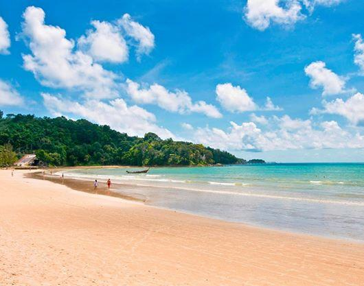 Sea,Sun,Sand along Patong Beach.Take your holiday at Baan Yin Dee Boutique Resort @VirginAustralia @go2Thailand @CNN http://t.co/f3jJDS84tC