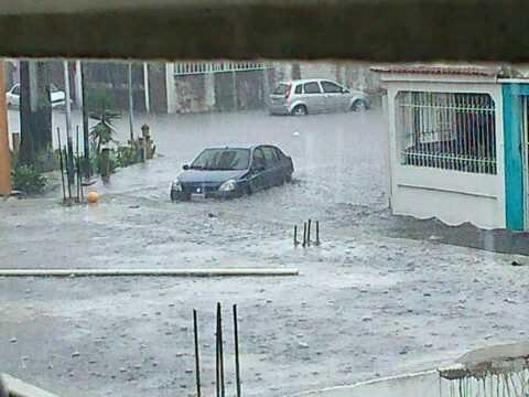 Reporte importante de @hertrud: @Meteovargas Así llueve ahorita en Valencia. http://t.co/2clQxMPa7j