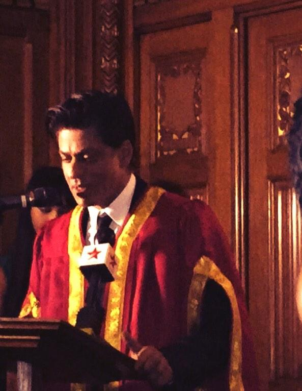 Just left the House of Commons - @iamsrk lookin like a Don in his gown for the Global Diversity Award http://t.co/GqmpQCbb5n