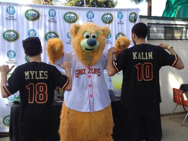 Thanks to @KalinAndMyles for reppin the #FresnoGrizzlies during their show at the @BigFresnoFair. http://t.co/k2uVg8QHSX