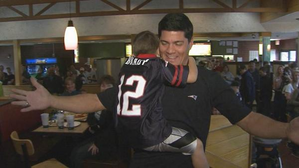 4 year old viral Tedy Bruschi superfan got to meet him today @PapaGinos in Foxboro. @Patriots http://t.co/iLcyUbBIKH