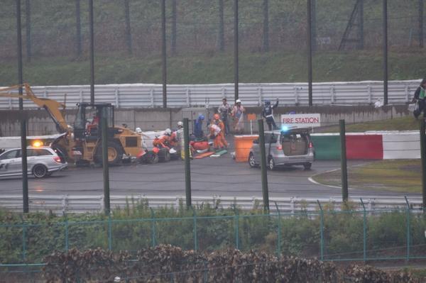 Bianchi's car hit the recovery crane RT @Speeder76: PQP! RT @wellinscosta: RT @tatsumin39: http://t.co/B0vNwog41j #F1