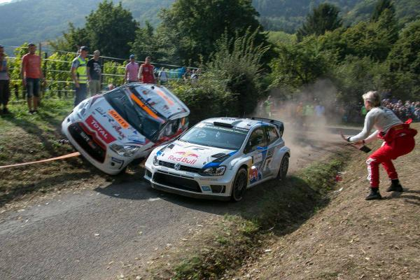 #WRC SS13 @rallyedefrance .. Noboby warning @SebOgier who arrive full speed .. Zero car is there.. http://t.co/AdJDLSwczt
