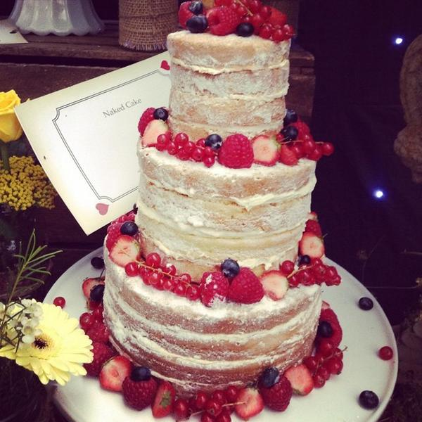 The Bijou Naked Cake @bridestheshow http://t.co/8uUhzKZRIr