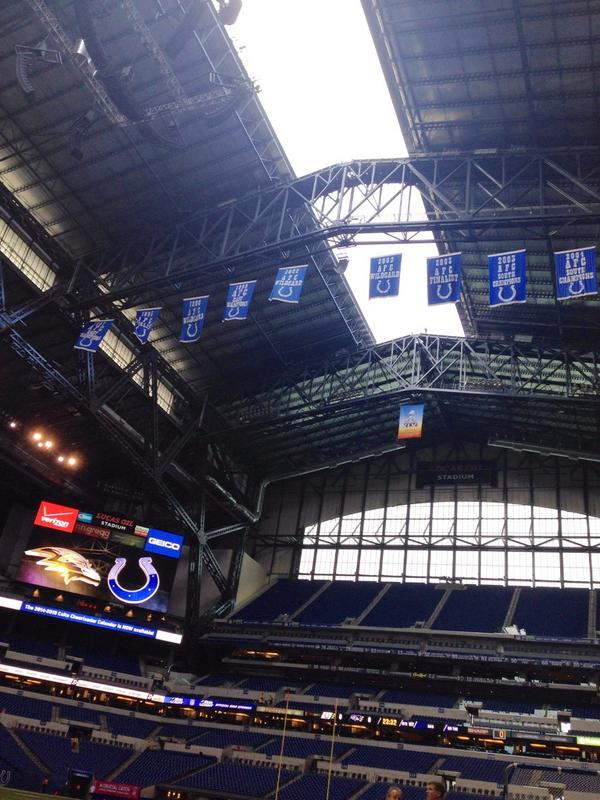 And... The roof is opening at #LucasOilStadium #BALvsIND http://t.co/olKRWphkwf