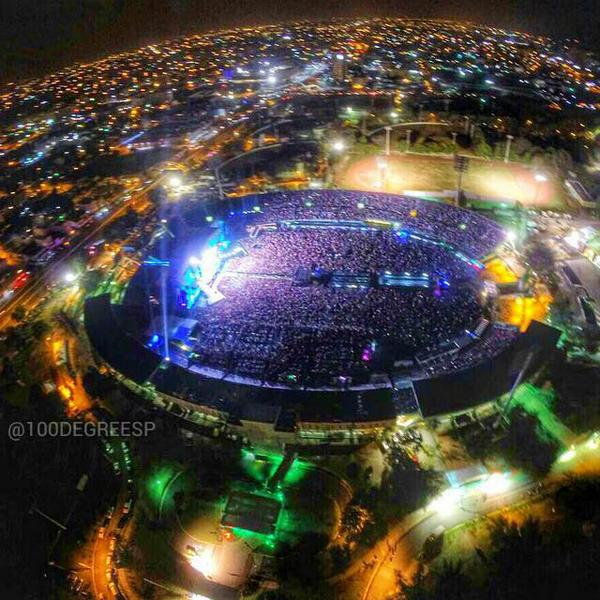 Amazing aerial photo taken last night in @BrunoMars concert in the Dominican Republic. By @100Degreesp. http://t.co/VgYOwqNLYY
