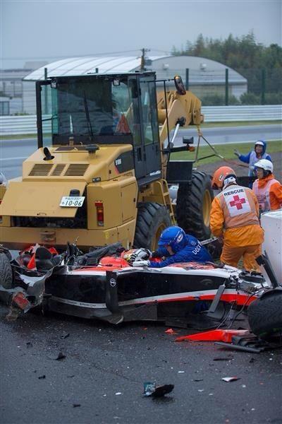 Testimonio impactante sobre cómo quedó destruído el Marussia, con Bianchi aún en el auto. Foto @Gazzetta_it http://t.co/yoEbpF67Nt