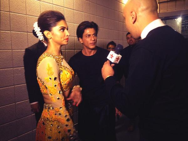 One last pic of @iamsrk & @deepikapadukone Can't believe SRK accused me of flirting wiv Deepika! Me?Flirt? Never! http://t.co/sFjsd8WLTe