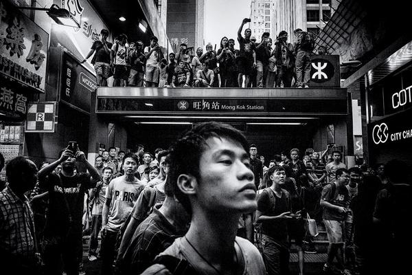 MT @melissakchan: Photo by @f8photographyhk outside Mongkok's subway station is like nothing I've seen - #HongKong http://t.co/I7KPveVt7G