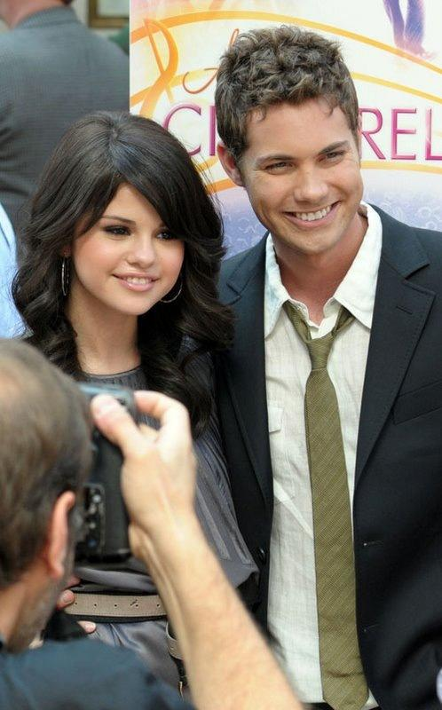"""@helen_arrua2014: Diviinosss Mioss.. Los Amo  @selenagomez @drewseeley http://t.co/av4qZHhlC3"" Great times. Hope we'll work together again!"