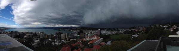 Here's the view from the roof of MetService HQ ahead of the southerly. ^JL http://t.co/GuXe9060Xy