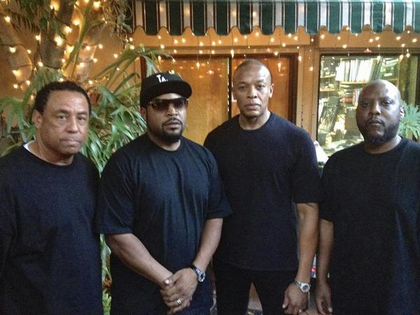 NWA 2014 - first N.W.A. pic in 25 years (via @SimonPheenix) http://t.co/wqVpZAyhWT