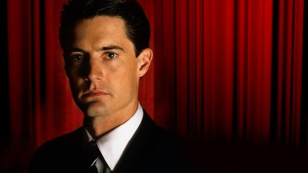 'Twin Peaks' Will Return In 2016 For Nine-Episode Series, All Directed By David Lynch http://t.co/AU7OniCFz6 http://t.co/prK7LQ466M