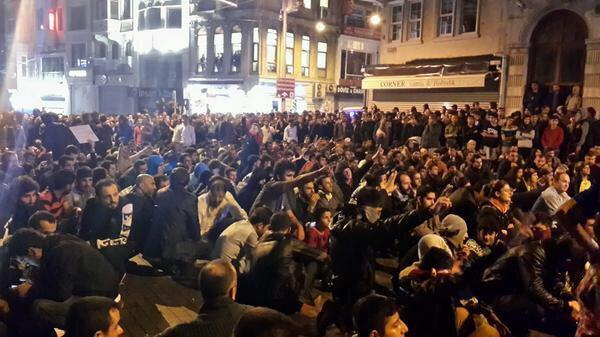 The city with most Kurds in this world is Istanbul, a few million Kurds live in Istanbul. Taksim right now; #Kobanî http://t.co/5SSZu9mB8t