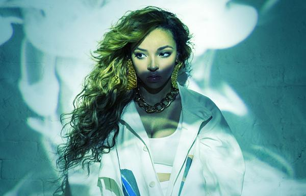. @Tinashe's 'Aquarius' Is Most Important Female Debut of Decade | Album Review - http://t.co/LPTj7RK4fw http://t.co/HC598EH7LK