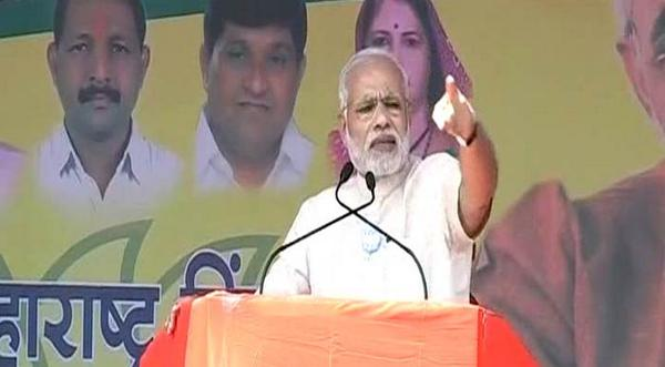 Prime Minister Narendra Modi addresses an election rally in Dhule, Maharashtra http://t.co/1jATNyyD1y