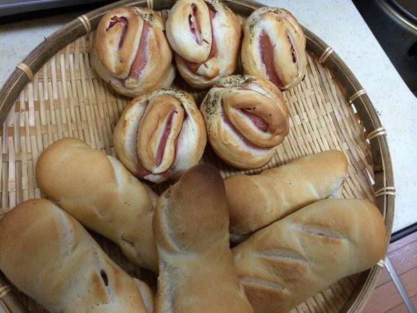 エロいパンを焼いて欲しいとリクエストがありましたので、こんなんを!すんません、ほんと、すんません(笑) http://t.co/RtUbm1O8tm