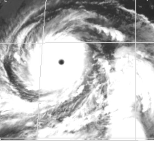 台風19号、ついに900hPa、最大瞬間風速85メートルという化け物になった!!まだ発達を続けるつもりか? http://t.co/jigo6qiUCV