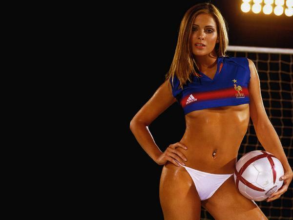 Fille Sexy En Maillot bonne journée sur #skyrock ! on parle de maillots de foot dans le