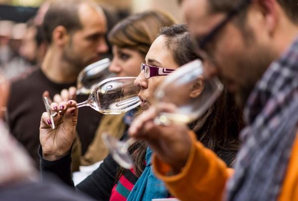 Los 500 Mejores Vinos de España al alcance d los aficionados al vino en #MejoresGuíaPeñín2015 http://t.co/5IRyqP3JyX http://t.co/Z2F6ryLkQX