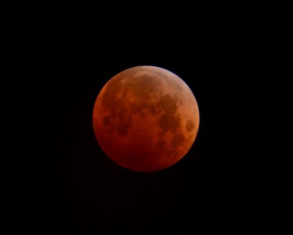 Total lunar eclipse (San Jose, Ca.) #LunarEclipse #BayArea #SanJose http://t.co/NFxdgzRgRJ