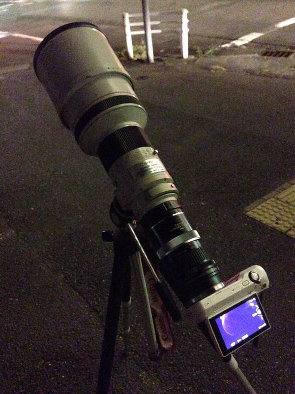ベランダから月みえなくなったから結局外まで撮りにきた天体観測終了 ^p^ http://t.co/H3O0wKDqlN