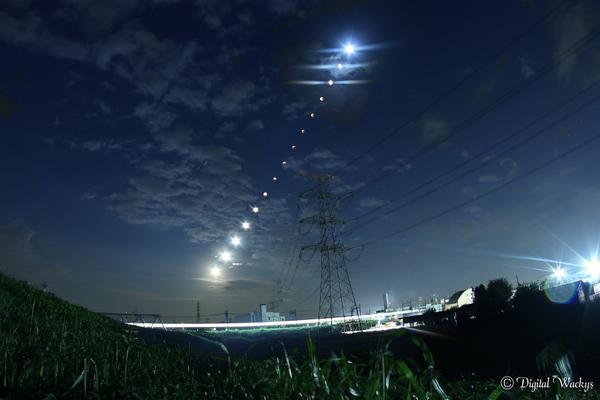 【本日の月蝕】とりあえず速報で静止画を。最後曇っちゃったので途中まで比較明合成しました。動画は追って編集してアップします。 http://t.co/R8wskXuTEc
